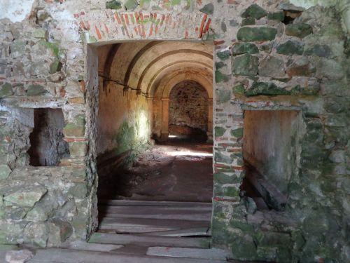 Ruína da Capela de São Saturnino da Serra de Sintra
